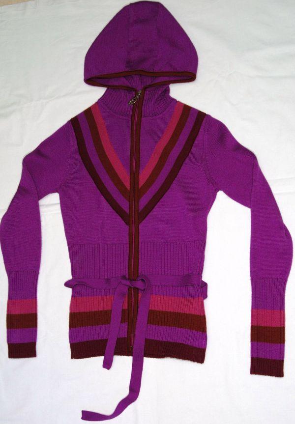 пуловер женский с капюшоном